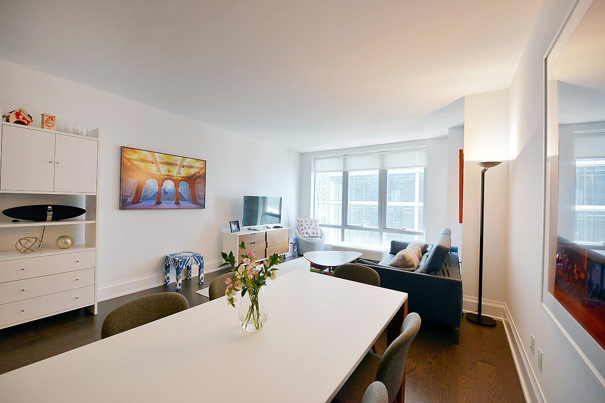 125639679riverside blvd 50 10n living room alt