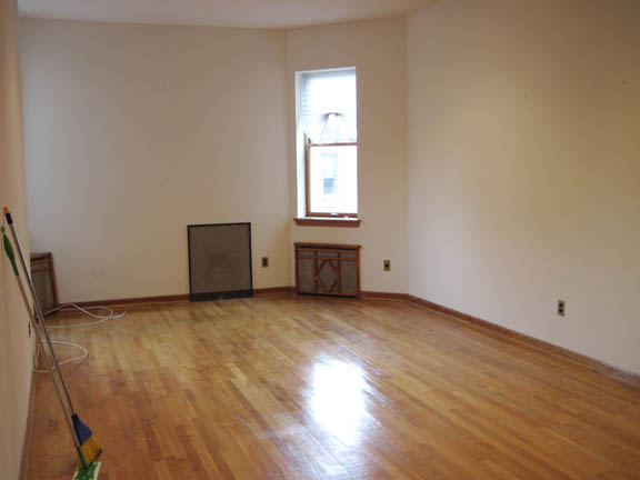 12663464425w74 4b livingroom1