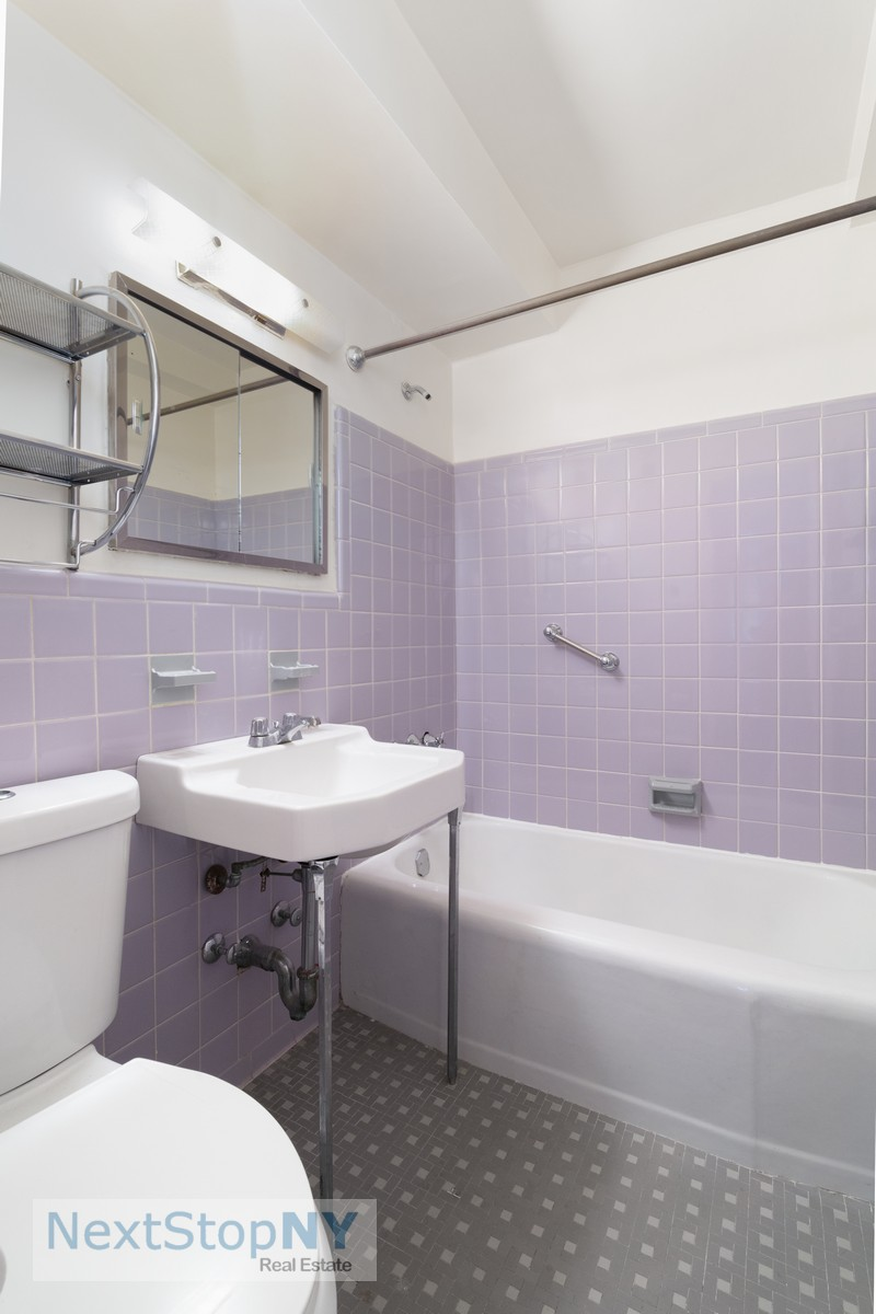 155951761235 east 57th street 10e second bathroom