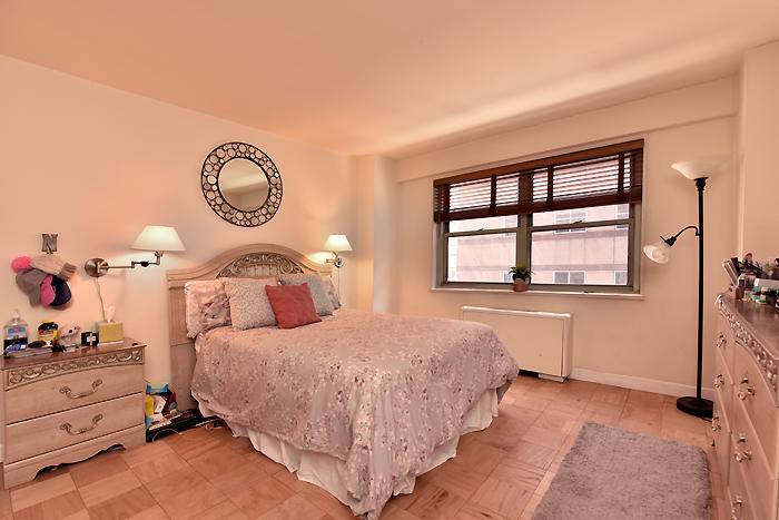 184313425bedroom