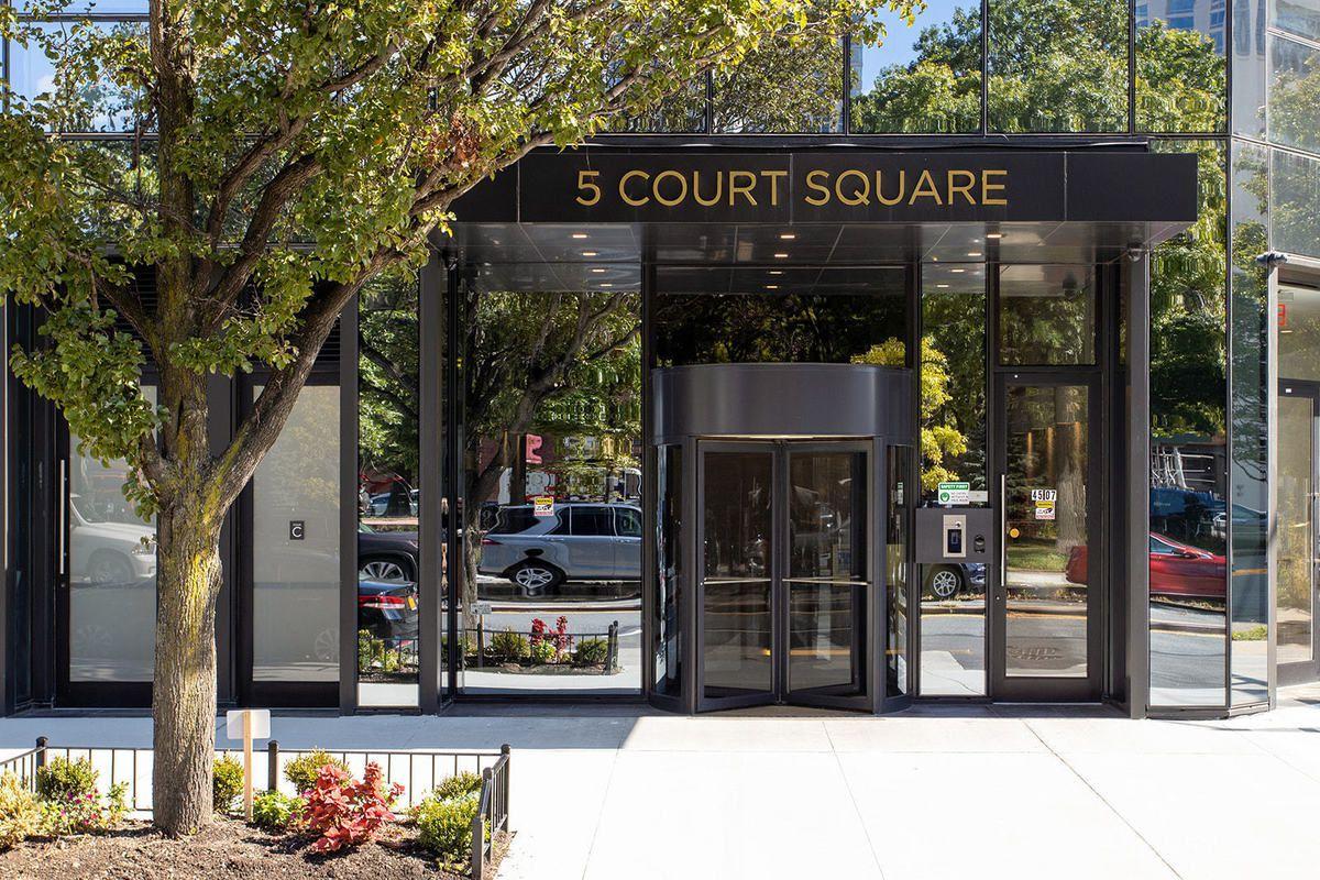 5 Court Square Interior Photo