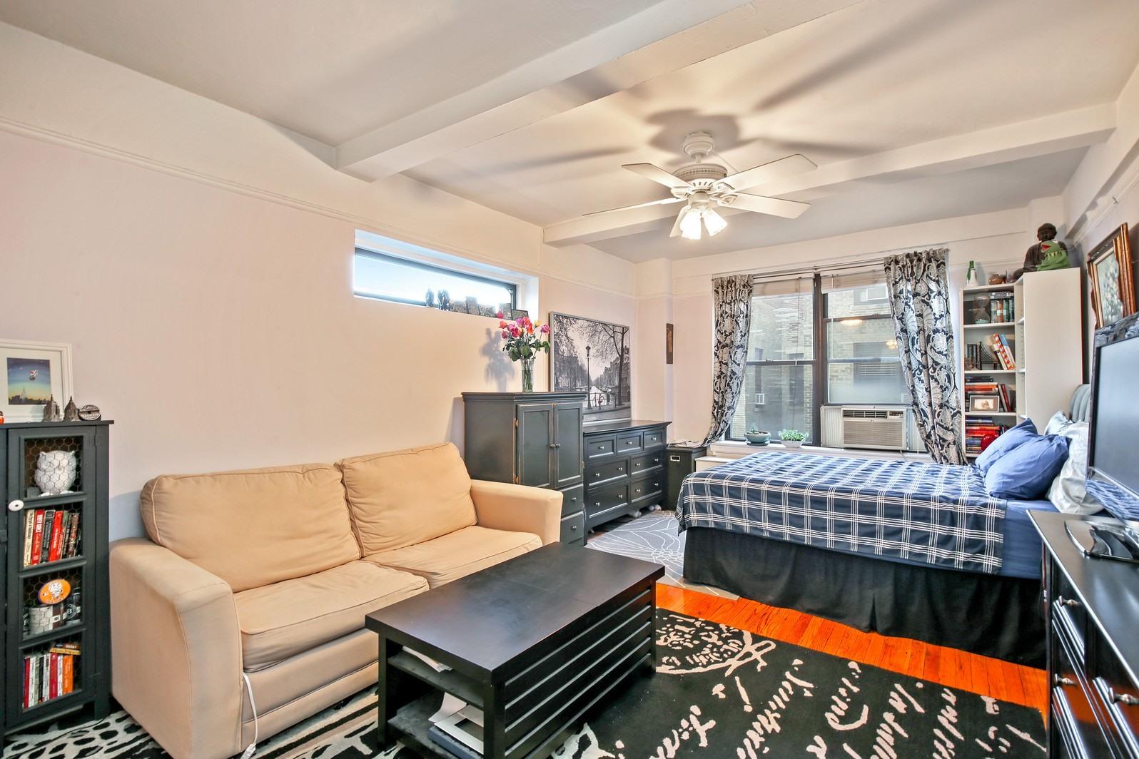 2122105971 235w102ndst apt15u 1 livingroom custom resized 433653444 1600x1064zip 1600x1064