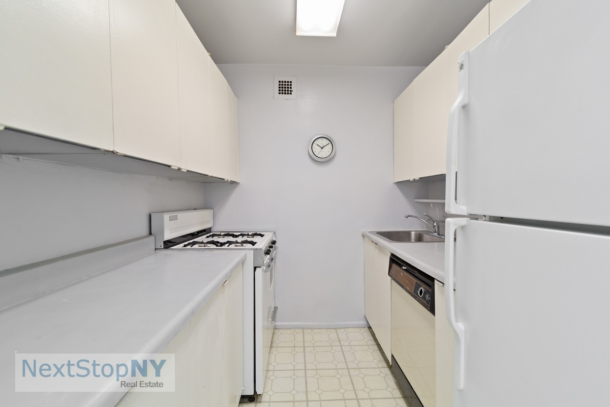 248557037235 east 57th street 10e kitchen