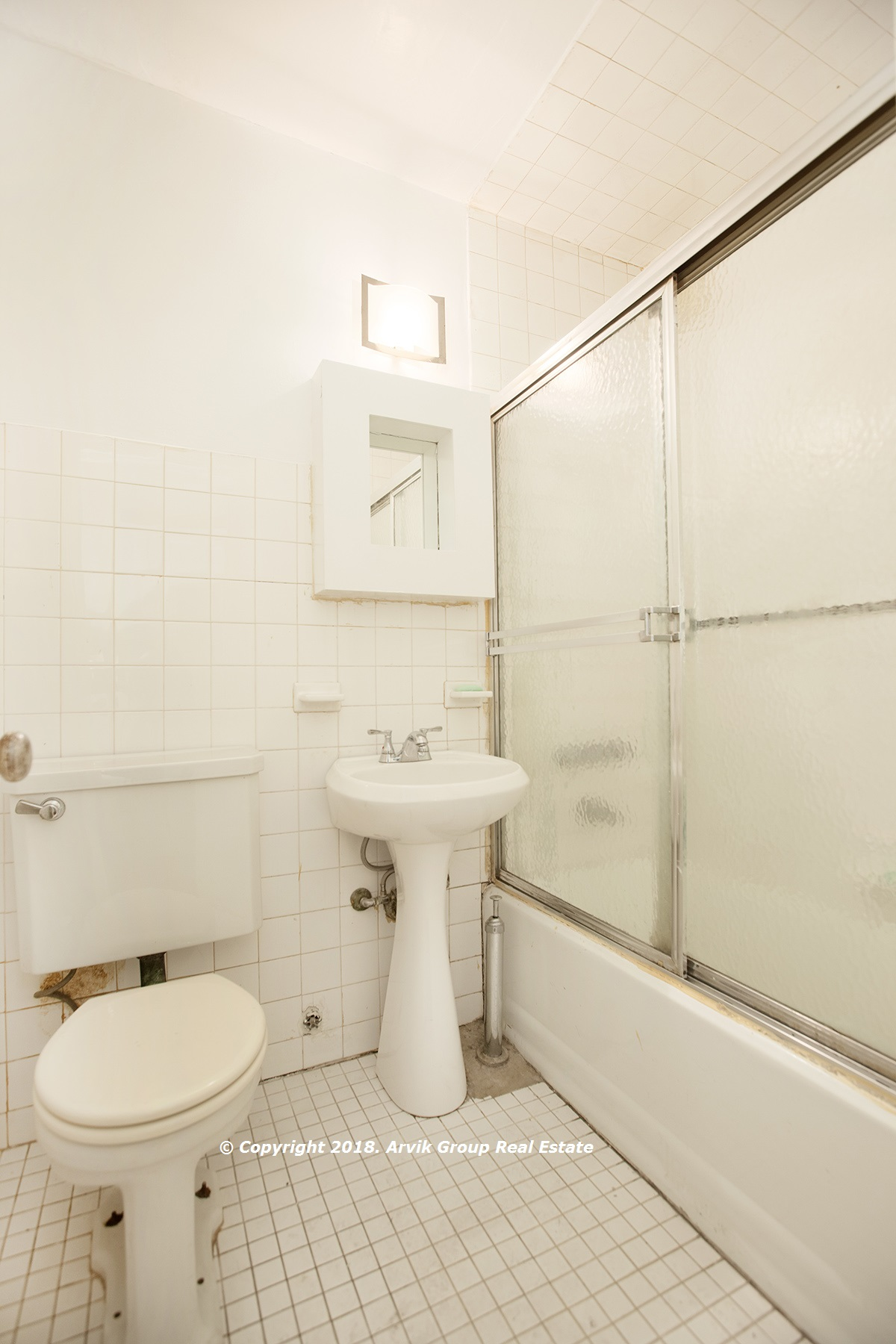 251153299bathroom wm