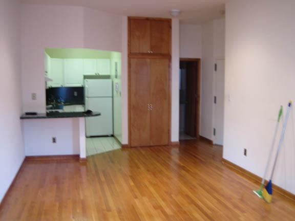 26467997725w74 4b livingroom2