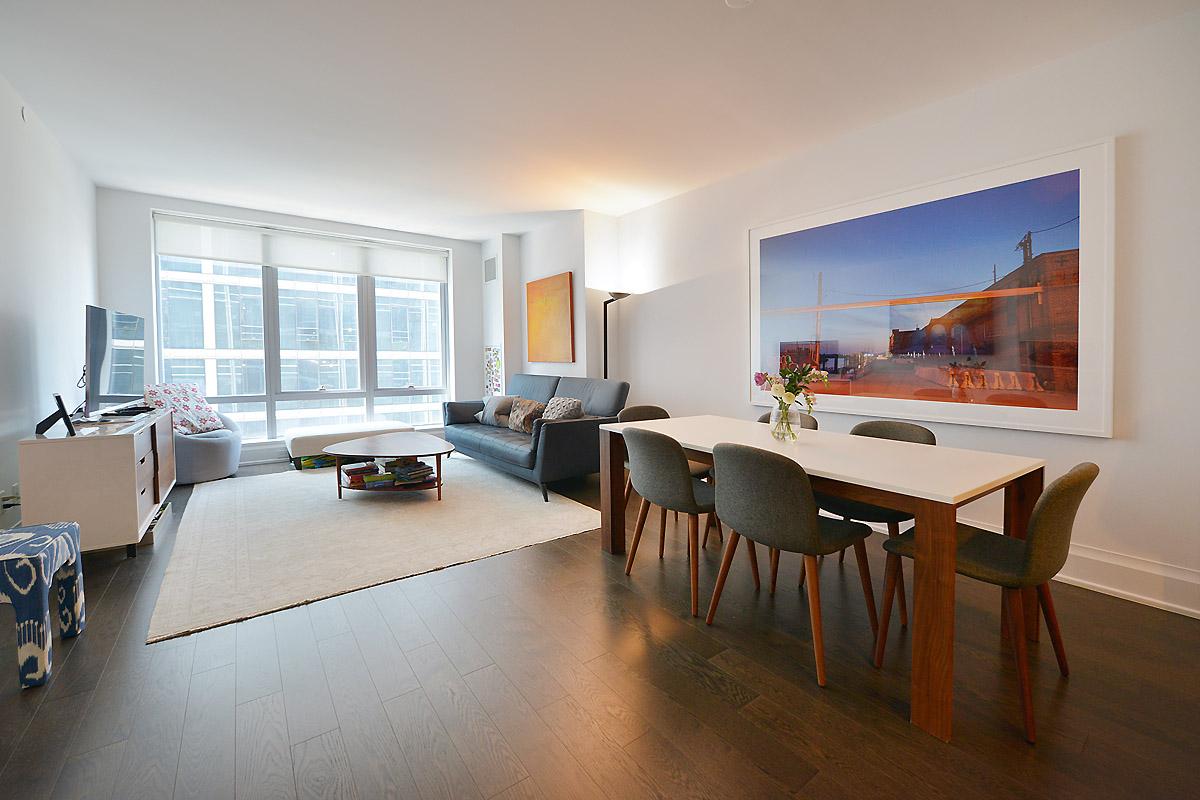 312134586riverside blvd 50 10n living room dining area