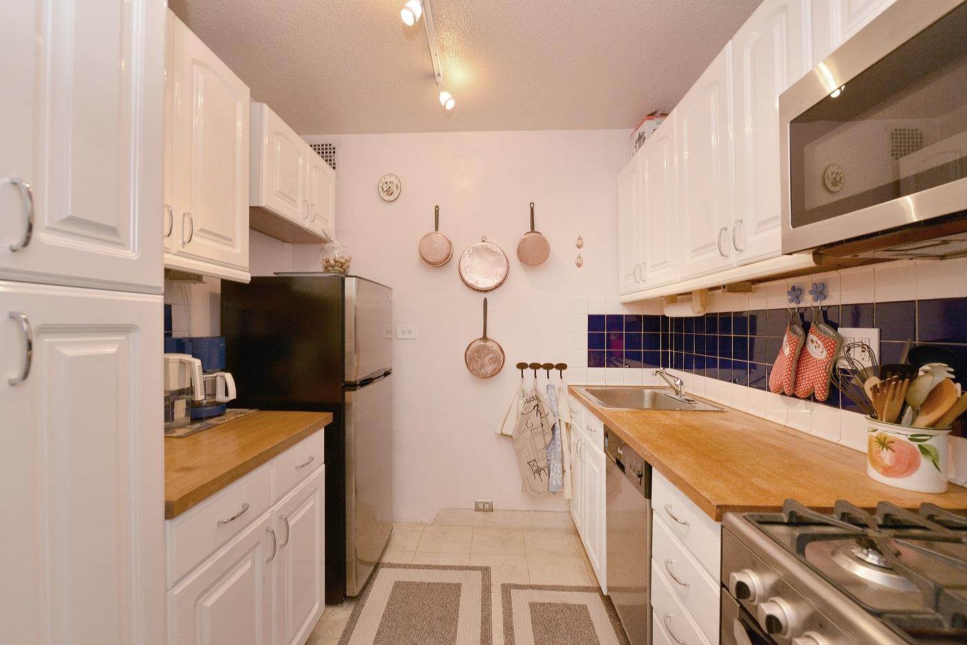 367570365east 40th street 300 3g kitchen