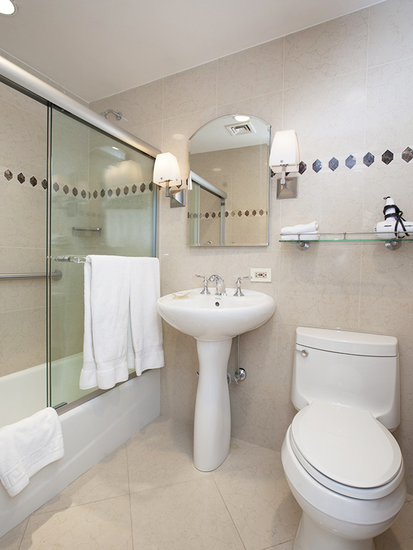 3725147546 east 56th street 111 901 bathroom websized