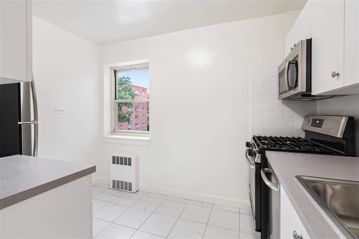 82-46 135th Street 4V Briarwood Queens NY 11435