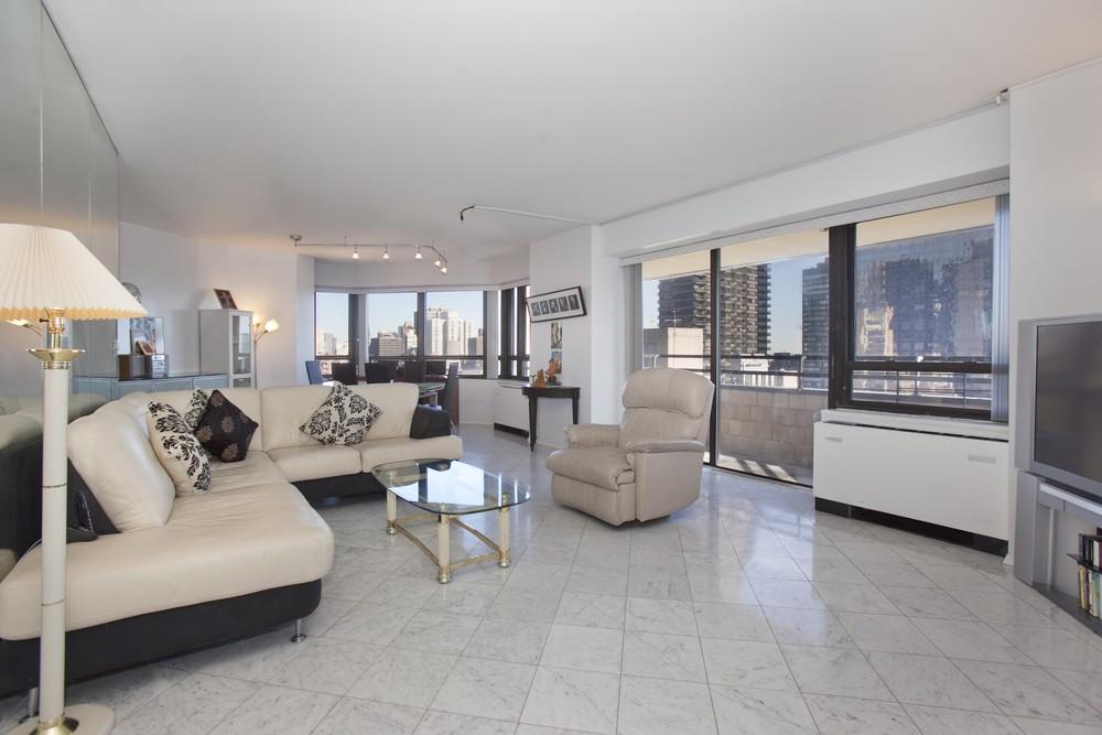 395884080east 47th street 240 22d living room