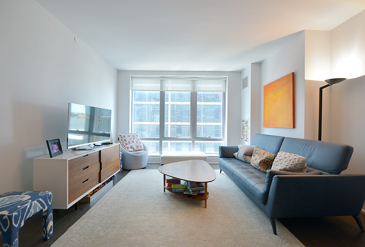 72699266riverside blvd 50 10n living room